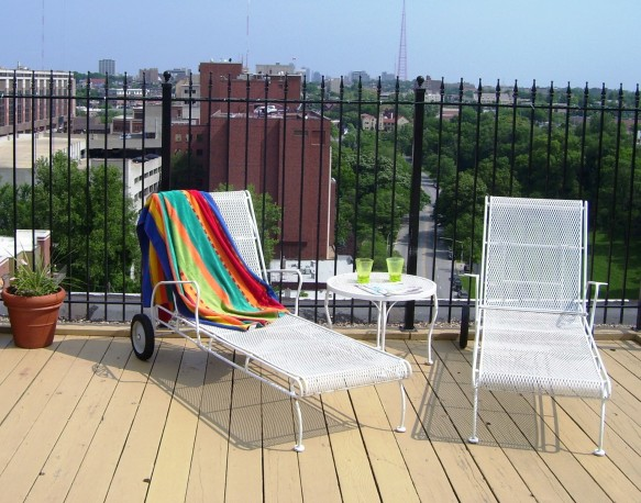 A relaxing weekend on the rooftop terrace.